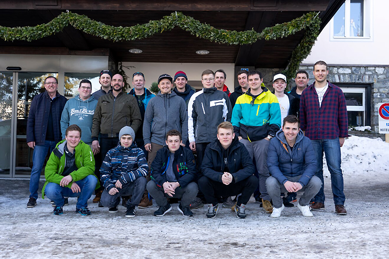 Skitage 2019: das Goldenberger-Team in Arosa