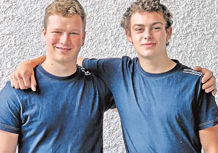 Severin Hunziker & Manuel Gautschi: erfolgreicher Lehrabschluss als Elektroinstallateur EFZ!